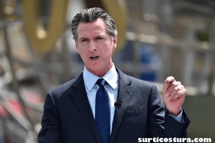 Gavin Newsom ชาวแคลิฟอร์เนียกำลังตัดสินใจว่าจะรักษาผู้ว่าราชการGavin Newsomไว้ในงานของเขาหรือจะย้ายไปอยู่ในทิศทางที่อนุรักษ์