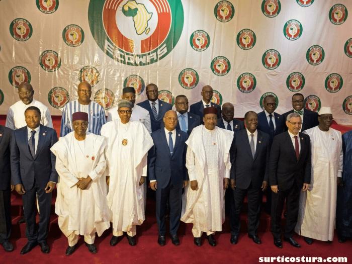 ECOWAS กลุ่มภูมิภาคหลักของแอฟริกาตะวันตกได้ระงับการเป็นสมาชิกของกินี ไม่กี่วันหลังจากการ รัฐประหารที่ถอดประธานาธิบดีอัลฟา